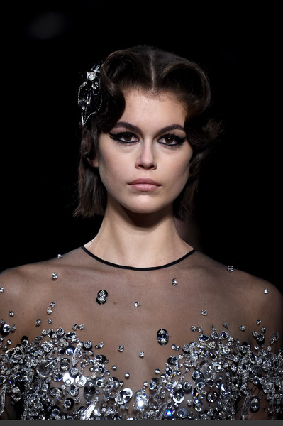 Kaia Gerber accentuated her eyes with thick cat eye makeup.