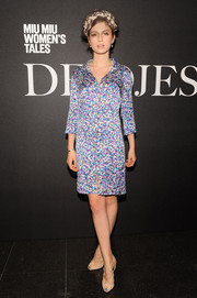 Tali Lennox paired her dress with strappy nude peep-toe heels.