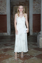 Dakota Fanning injected some sparkle with a pair of bedazzled sandals by Miu Miu.