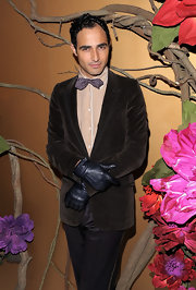 Zac looked sharp in his brown suit. He paired his look with leather gloves.