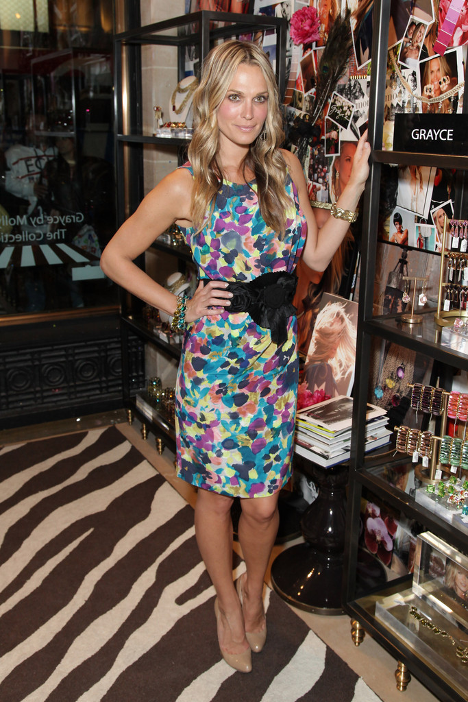 Molly Sims Pumps Molly Sims Looks Stylebistro