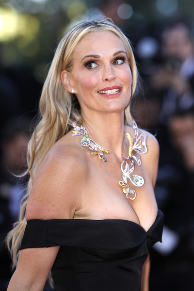 Molly Sims Long Wavy Cut [hair,blond,hairstyle,beauty,lady,shoulder,long hair,premiere,dress,fashion accessory,red carpet arrivals,molly sims,okja,screening,cannes,france,cannes film festival,palais des festivals]