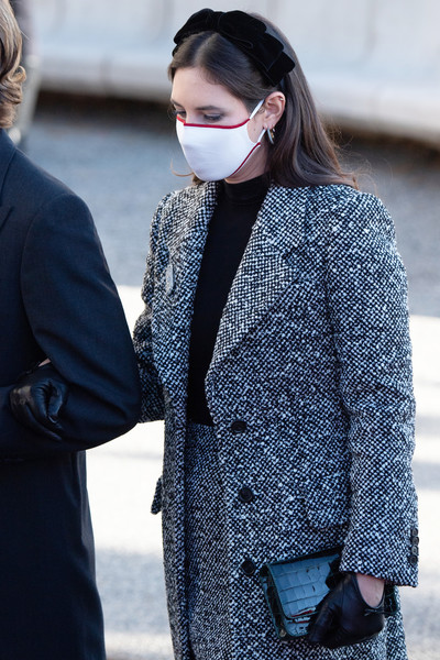 Tatiana Santo Domingo teamed her suit with black leather gloves.
