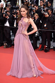 Araya A. Hargate flashed plenty of flesh in a sheer lavender cutout gown by Atelier Versace at the Cannes premiere of 'Money Monster.'