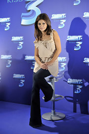 Monica Cruz wore a uniquely draped nude tunic to present 'Smint Kiss 3.' Monica looked chic yet comfortable with her jeans and effortless hair. It's fair to say Monica and her sister, Penelope look very much alike!