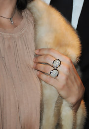Juliette Binoche flashed her gorgeous cocktail double ring at the Montblanc Paris Flagship Boutique launch event.