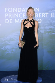 Sienna Miller sealed off her look with a printed clutch, also by Gucci.