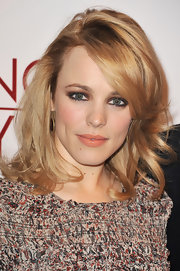 Rachel McAdams amped up her nude lip gloss with smoldering shadow that was rimmed around her lids.