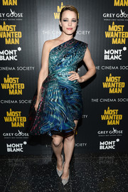 Rachel McAdams made a fab choice with this swirl-print one-shoulder dress by Zuhair Murad for the premiere of 'A Most Wanted Man.'