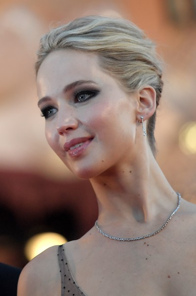 Jennifer Lawrence went for minimal styling with a diamond tennis necklace by Tiffany & Co.