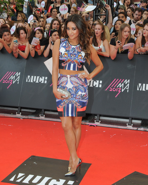 More Pics of Shay Mitchell Pencil Skirt (1 of 3) - Shay Mitchell Lookbook - StyleBistro