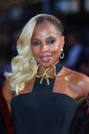 Mary J. Blige exuded Old Hollywood glamour wearing this side-swept curly 'do at the European premiere of 'Mudbound.'