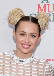 Miley Cyrus kept her beauty look sweet and subtle with some glossy pink lipstick.