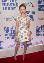 Kate Bosworth paired her gorgeous dress with gold Casadei Blade pumps.