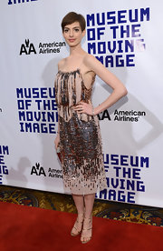 Anne Hathaway channeled the Roaring Twenties in this dazzling bronze beaded dress at the museum salute to Hugh Jackman.