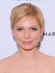 Michelle Williams looked adorable in her cute blonde pixie at the premiere of 'My Week With Marilyn.'