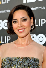 Aubrey Plaza attended the NALIP 2016 Latino Media Awards wearing her hair in a cute bob.