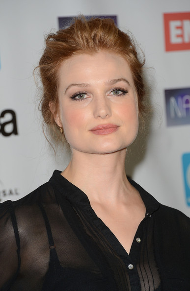 More Pics of Alison Sudol Bobby Pinned Updo (2 of 7) - Alison Sudol Lookbook - StyleBistro