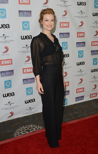 More Pics of Alison Sudol Bobby Pinned Updo (5 of 7) - Alison Sudol Lookbook - StyleBistro