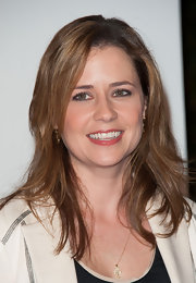 Jenna Fischer traded in her boring office look for this more glamorous red carpet-appropriate pink lip gloss.