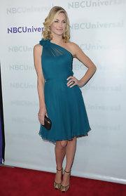 Yvonne Strahovski balanced her retro chiffon dress with a modern pewter box clutch.