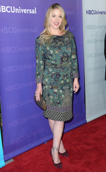 Christina Applegate complemented the ethereal tones of her print dress with a bronze clutch.