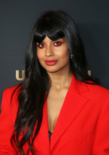 Jameela Jamil matched her eyeshadow to her red outfit.