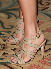 Tiffani Thiessen attended NBC Universal's press tour all-star party wearing a fierce pair of taupe strappy sandals.