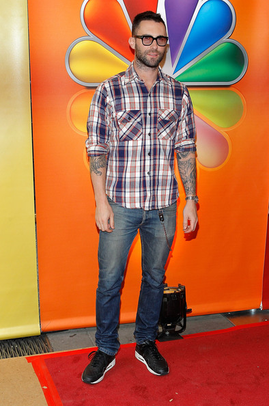 More Pics of Adam Levine Button Down Shirt (1 of 4) - Button Down Shirt Lookbook - StyleBistro