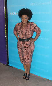 Yvette Nicole Brown paired her boldly patterned day dress with a pair of cool black wedges.