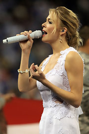 Singer LeAnn Rimes performed at the NCAA Men's National Championship Game wearing 18-karat gold Rock Candy teardrop earrings in clear quartz.