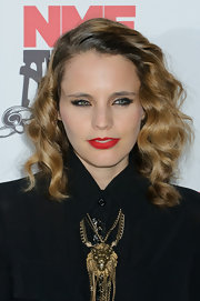 Anna Calvi wore her hair in a mass of waves and spiral curls for the 2012 NME Awards.