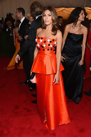 Eva Mendes accented her vibrantly hued gown with a yellow gold and platinum ring featuring diamonds, sapphires and coral.