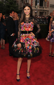Victoria Justice certainly had fun on the Met red carpet in this exuberant floral and lace number.