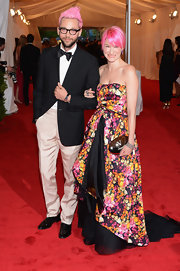 Julie Macklowe made quite the Met Gala entrance with her hot pink hair and floral ball gown.