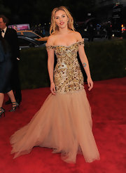 Scarlett Johansson looked heavenly in this off-the-shoulder beaded gown with a tulle mermaid skirt.