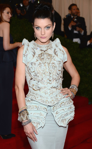 Jessica Stam loaded up on the bling for the Met Gala, including a stunning zigzag-patterned diamond bracelet by Lorraine Schwartz.