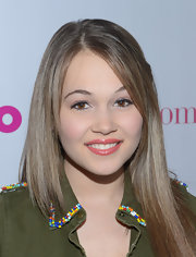 Kelli Berglund swept on a warm strawberry-colored lip gloss for the 'Nylon' magazine celebration of the new young Hollywood issue.