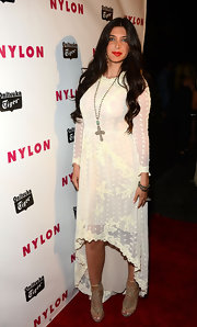 This lace fishtail dress gave Brittny Gastineau a super soft and feminine look on the red carpet.