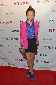 Bailee Madison brought out bold and vibrant colors when she paired this hot pink blazer over a stylish printed blouse.