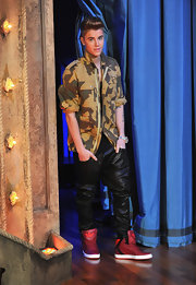 Justin Bieber added a pop to his outfit with these red sneakers.
