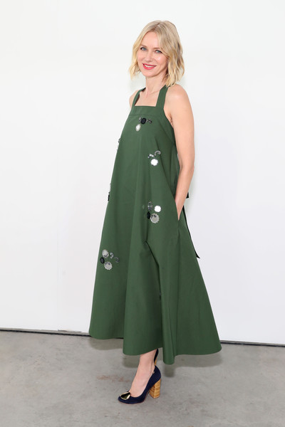 Naomi Watts Pumps [tory burch fall winter 2019 fashion show,clothing,green,fashion model,trench coat,outerwear,dress,fashion,coat,overcoat,shoulder,naomi watts,front row,new york city,pier 17]