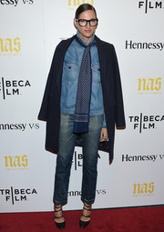 Jenna Lyons topped off her menswear-chic outfit with a patterned blue scarf.