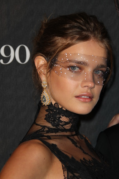 Natalia Vodianova Dangle Decorative Earrings