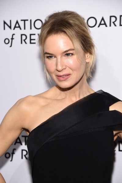 More Pics of Renee Zellweger Loose Ponytail (1 of 14) - Renee Zellweger Lookbook - StyleBistro [hair,shoulder,face,hairstyle,skin,dress,eyebrow,beauty,little black dress,chin,arrivals,zellweger,ren\u00e3,new york city,cipriani 42nd street,national board of review annual awards gala,national board of review annual awards gala,ren\u00e9e zellweger,new york,national board of review,celebrity,photograph,monsters vs. aliens,actor,2020,academy awards,critics choice movie awards]