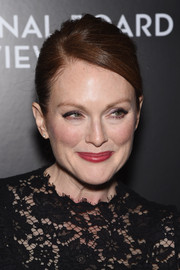 Julianne Moore kept it basic with this side-parted ponytail at the National Board of Review Gala.