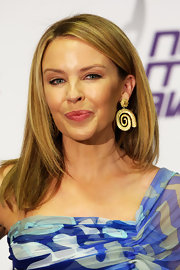 Kylie Minogue showed off her gold dangling earrings, which she paired with an Emilio Pucci dress.