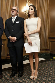 Eva Longoria looked elegant at the National Museum of the American Latino in nude platform peep-toes.