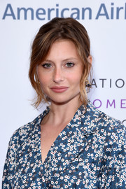 Alyson Michalka wore her hair in a loose ponytail at the Women Making History Awards.