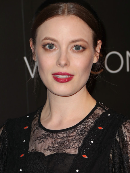 More Pics of Gillian Jacobs Metallic Clutch (1 of 2) - Gillian Jacobs Lookbook - StyleBistro [hair,lip,eyebrow,face,hairstyle,beauty,chin,skin,cheek,forehead,arrivals,gillian jacobs,fysee,beverly hills,california,netflix fysee space,netflix,kick-off,event,fysee kick off event]